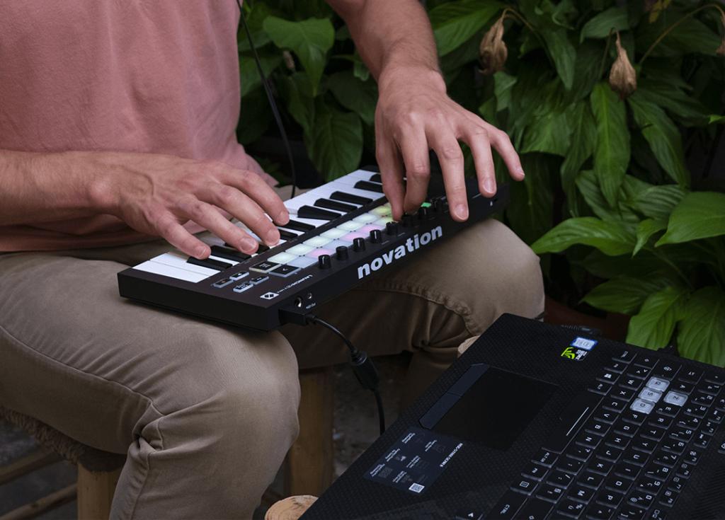 launchkey-piano-mini-untuk-buat-musik-dj-elektronik